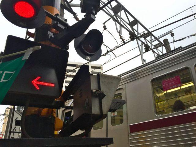 電車と踏切(京阪ではありません)