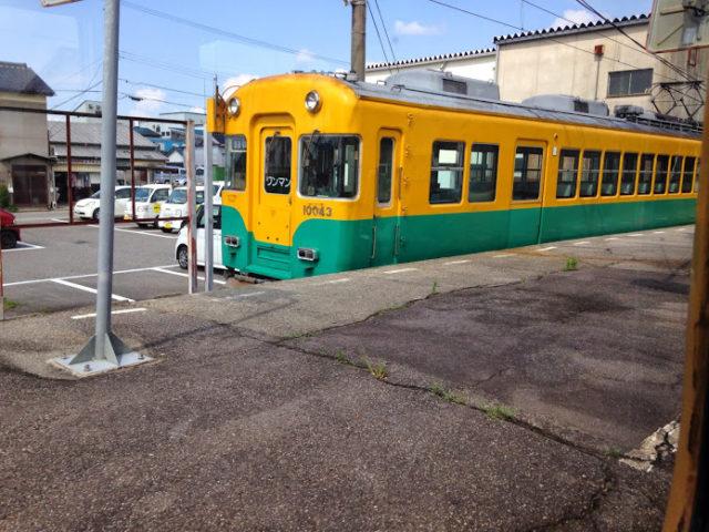 富山地鉄がぼちゃ電車