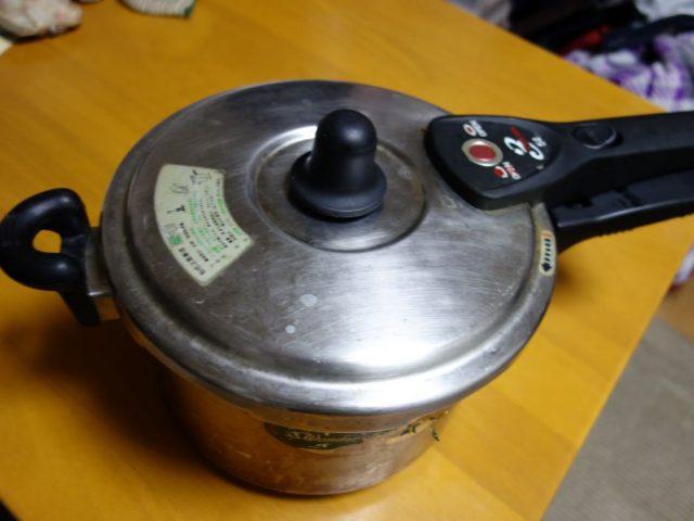 使い込んだ圧力鍋